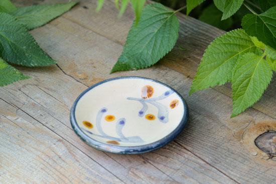 沖縄の職人さんと作った やちむんの豆皿(木の実)/KURASHI&Trips PUBLISHINGの商品写真