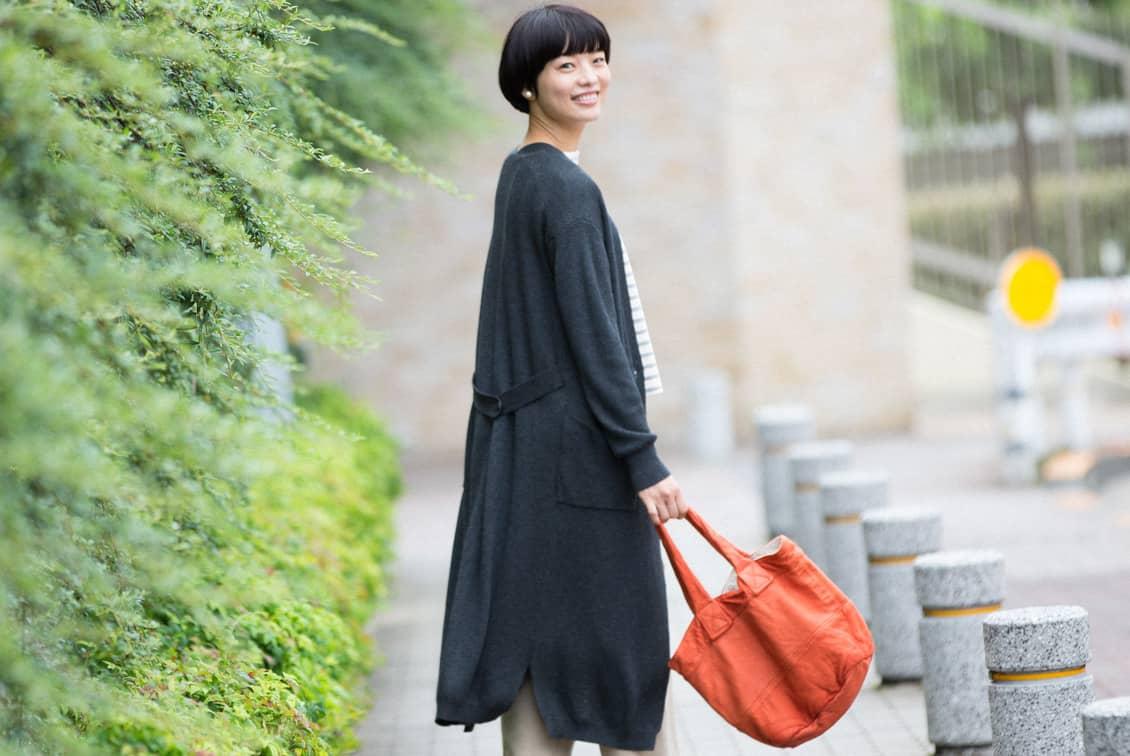 「後ろ姿までお気に入り」やわらかドレープのロングカーディガン/KURASHI&Trips PUBLISHINGの商品写真