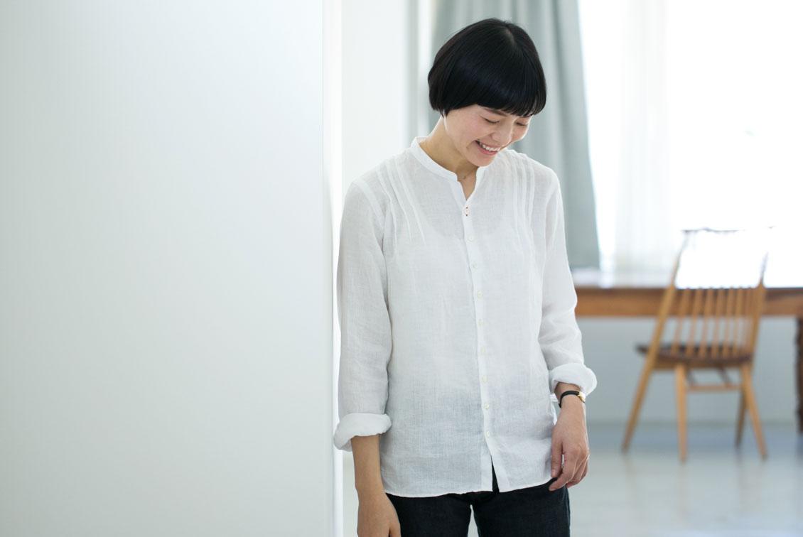 【今季終了】「だから、わたしのスタンダード」ピンタックとゆったりシルエットのリネンシャツ/SOUTIENCOL×KURASHI&Trips PUBLISHINGの商品写真