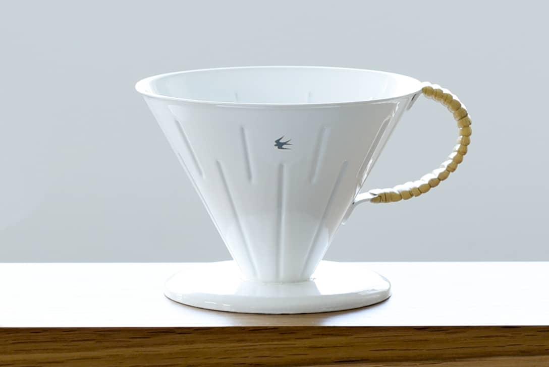 ツバメラタン/琺瑯とラタンのドリッパー(2〜4杯用)の商品写真