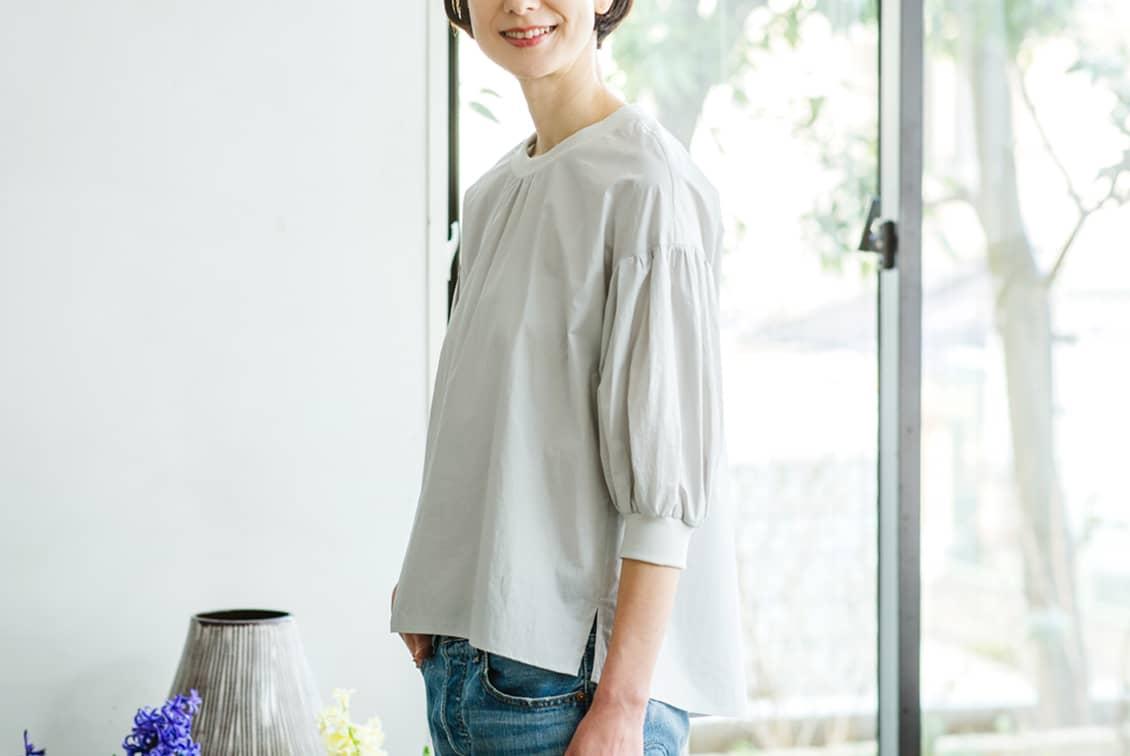 【3月中旬から下旬入荷予定】「洗いざらしがマイルール」2WAYトップス(ペールグレー)/香菜子×KURASHI&Trips PUBLISHINGの商品写真
