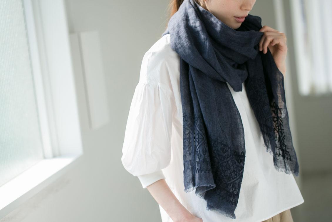 Soi-e/ソワ/クロス刺繍リネンストール(ネイビー)の商品写真