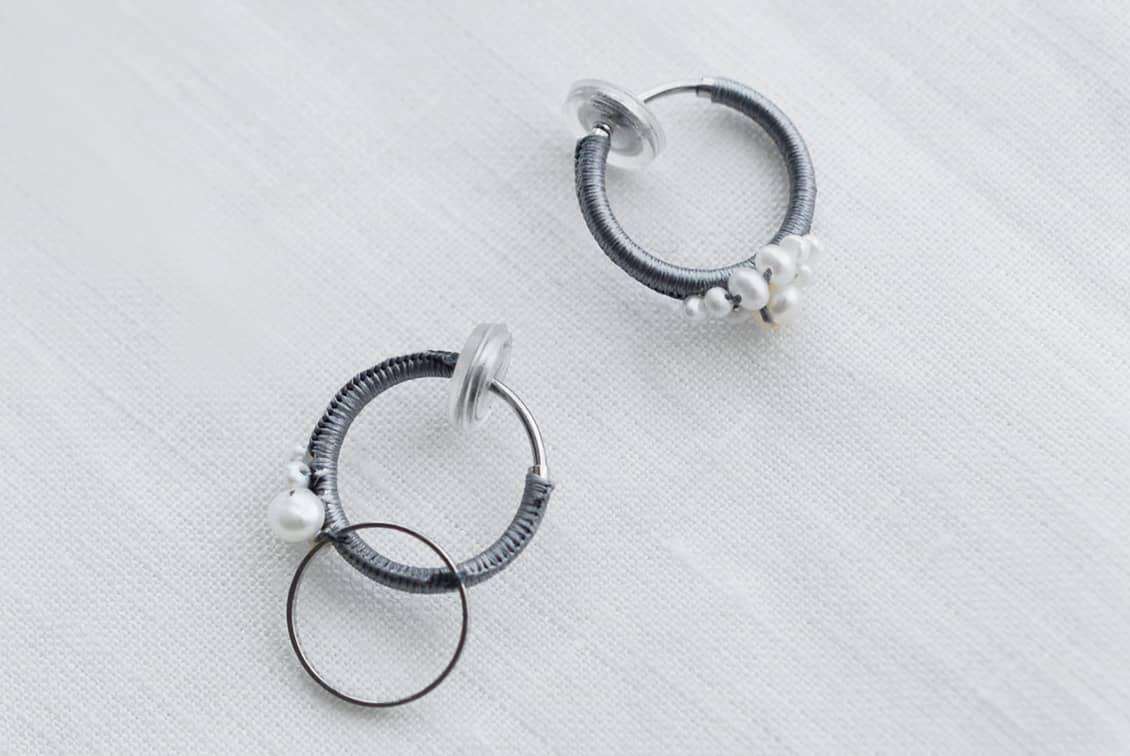 【次回10月上旬入荷予定】fujiiikuko/淡水パールとシルク糸のイヤリングの商品写真