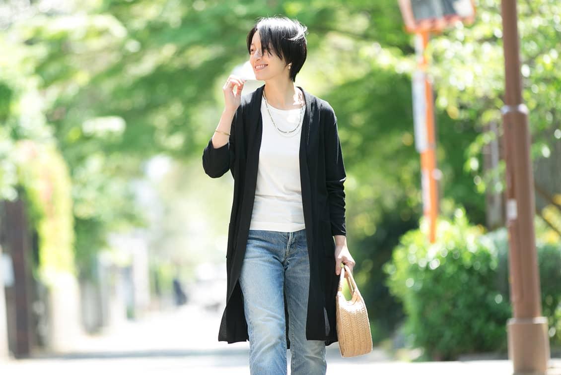 【今季終了】「さらりと羽織って、着こなし決まる」サマーニットカーディガン(ブラック)/KURASHI&Trips PUBLISHINGの商品写真