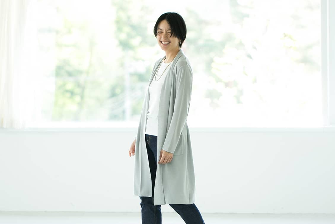 【今季終了】「さらりと羽織って、着こなし決まる」サマーニットカーディガン(グレー)/KURASHI&Trips PUBLISHINGの商品写真
