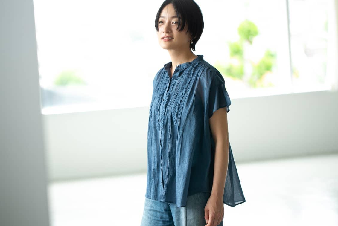 数量限定!「夏のわたしの定番に」風をはらむピンタックブラウス(ブルー)/KURASHI&Trips PUBLISHINGの商品写真