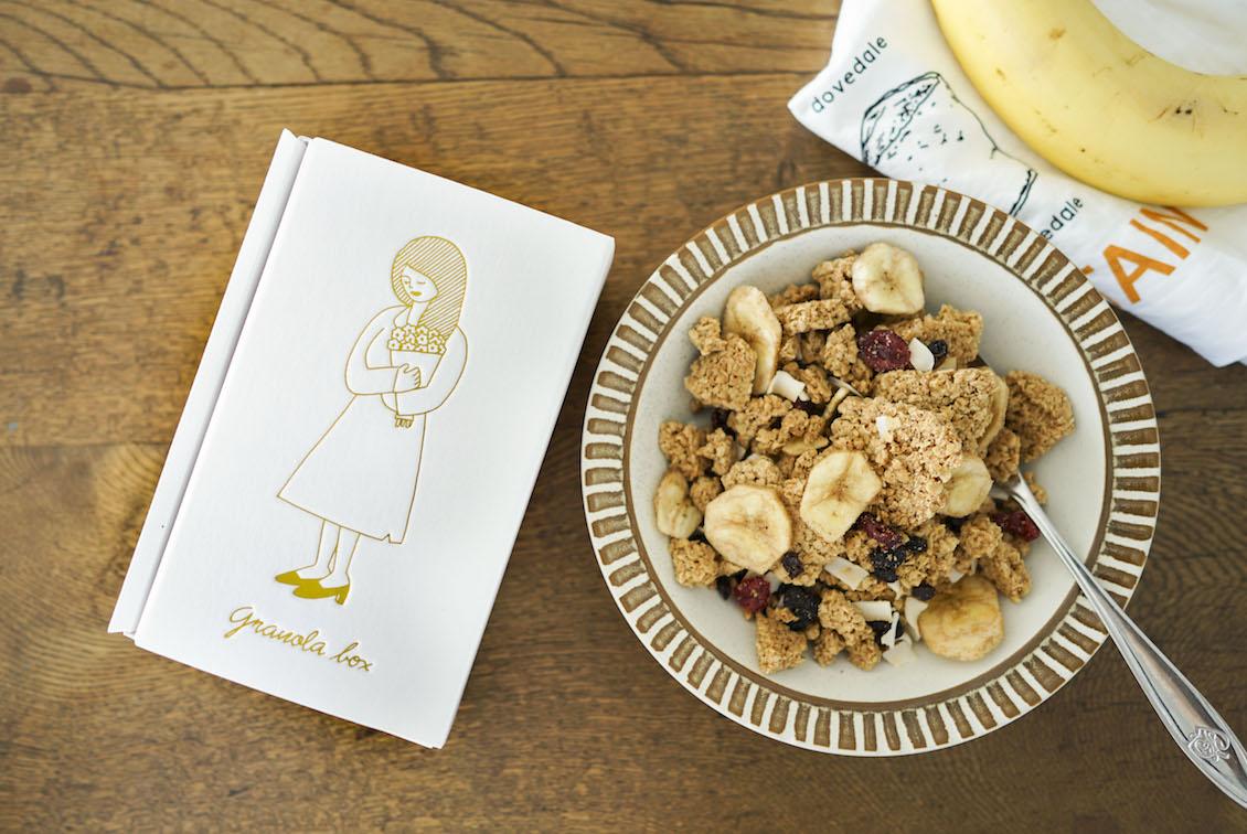「食べはじめると止まらない特別なおやつ」メープルバナナグラノーラの商品写真