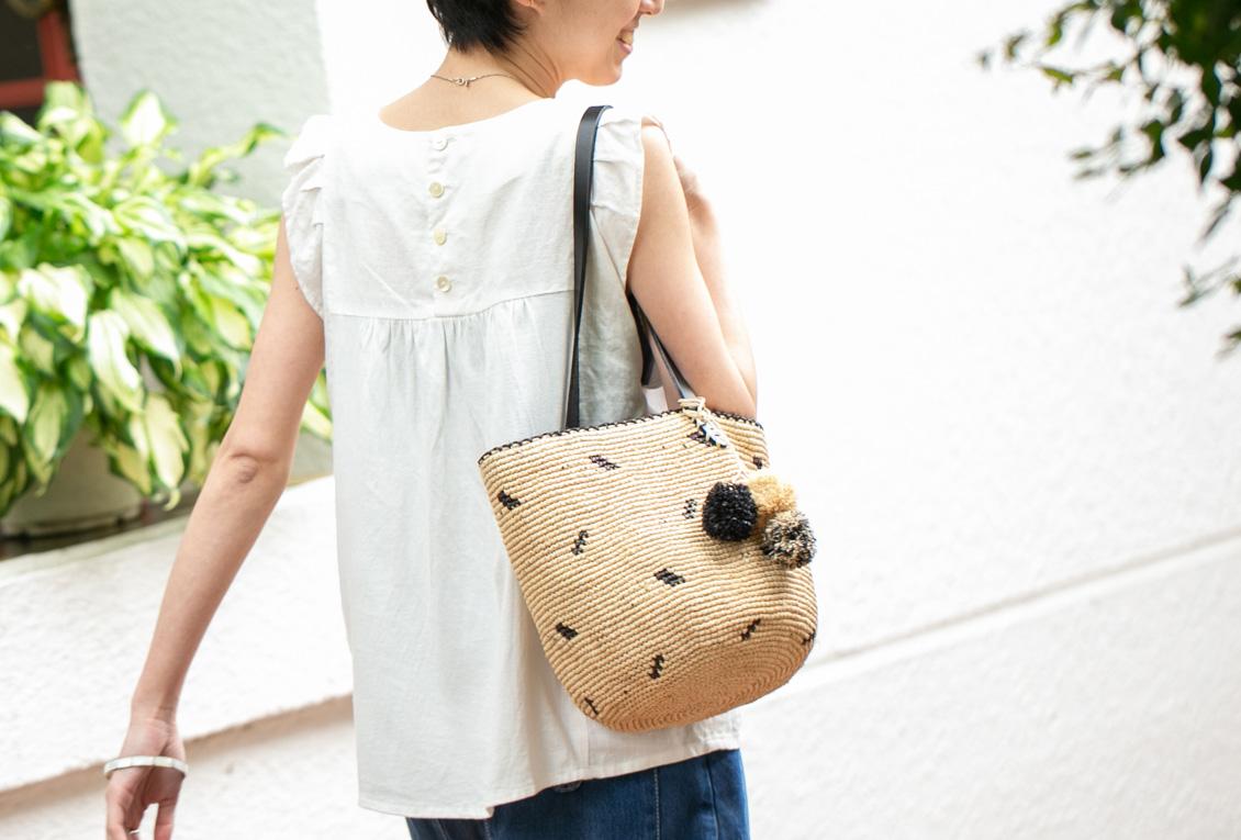 【今季終了】M2/ラフィア素材の丸かごバッグ(ナチュラル×ブラック)の商品写真
