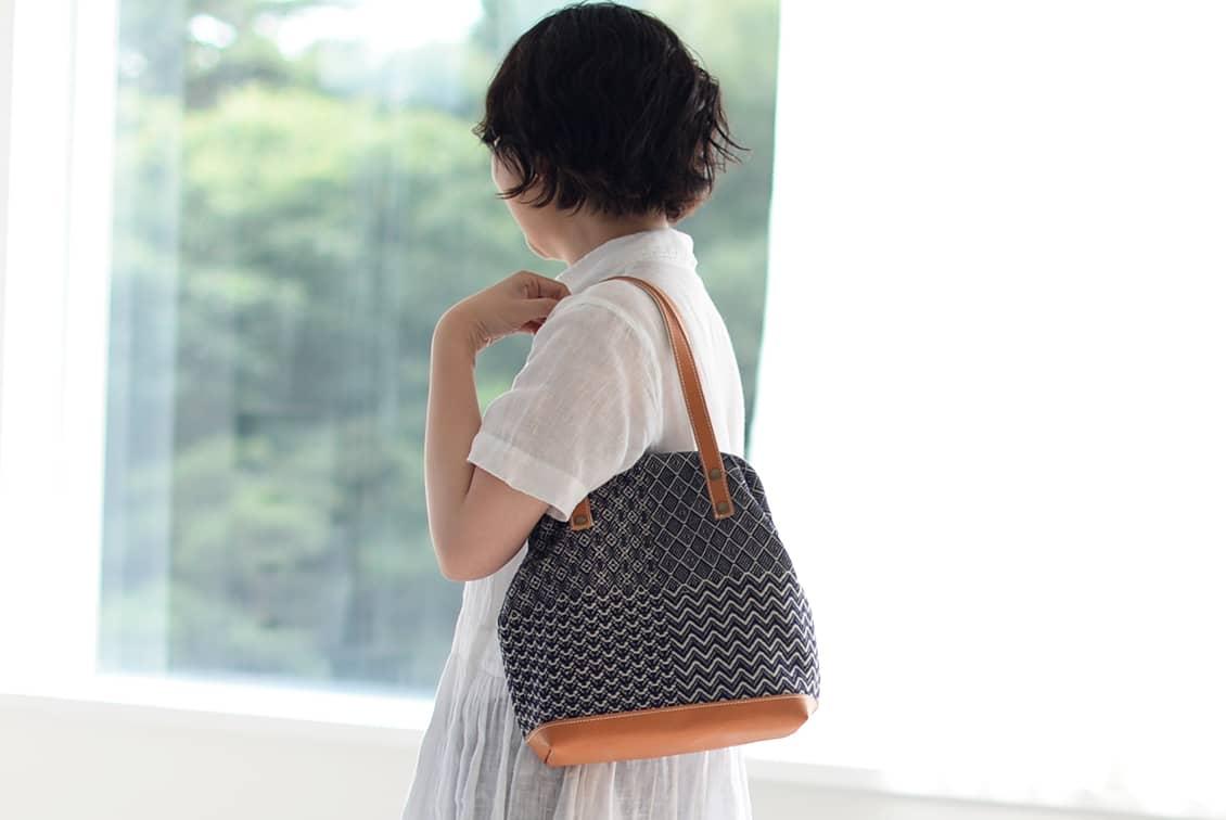 【次回12月入荷予定】trois temps/トロワトン/手織りのがま口ハンドバッグの商品写真