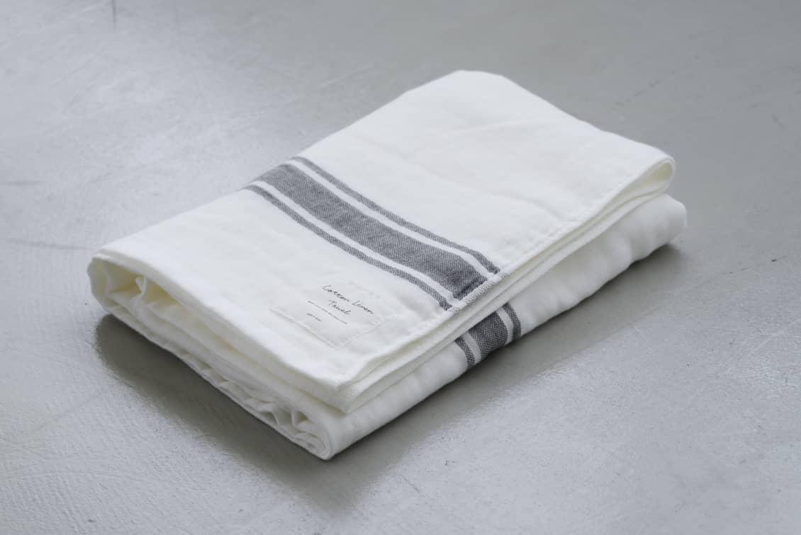 さらりと心地よい、コットンリネンのバスタオル(ホワイト×グレー)/KURASHI&Trips PUBLISHINGの商品写真