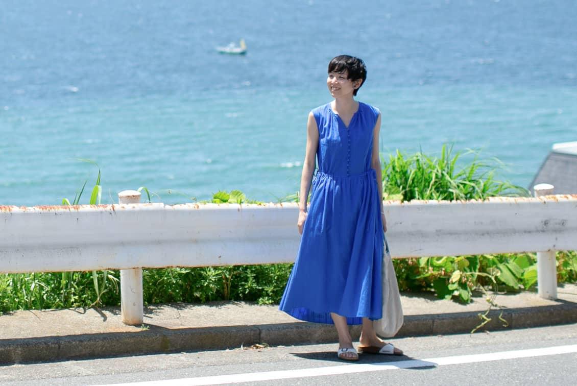 【今季終了】「旅の気分に着がえよう」くしゅっと丸めてOK!ロングワンピース (ブルー)/ KURASHI&Trips PUBLISHINGの商品写真