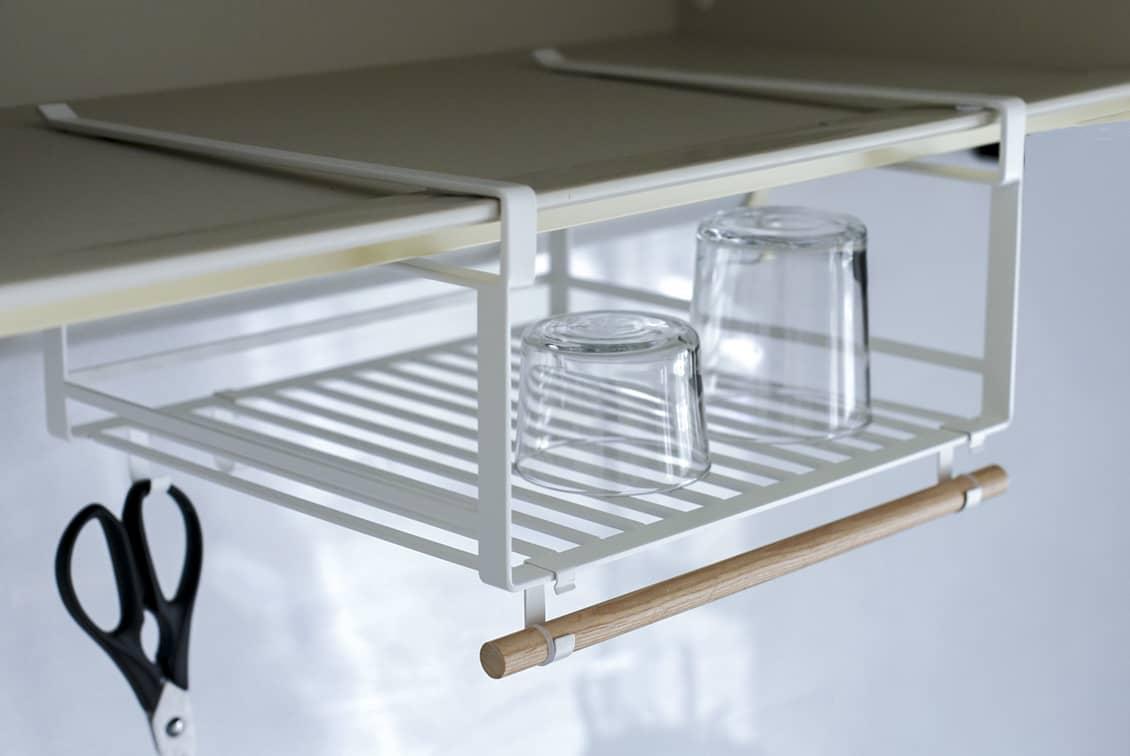 水切りもできる、戸棚下ラック/KURASHI&Trips PUBLISHINGの商品写真