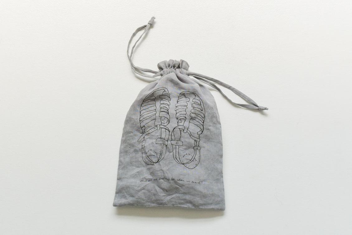 リネンのトラベル用仕分けポーチ(M)/KURASHI&Trips PUBLISHINGの商品写真