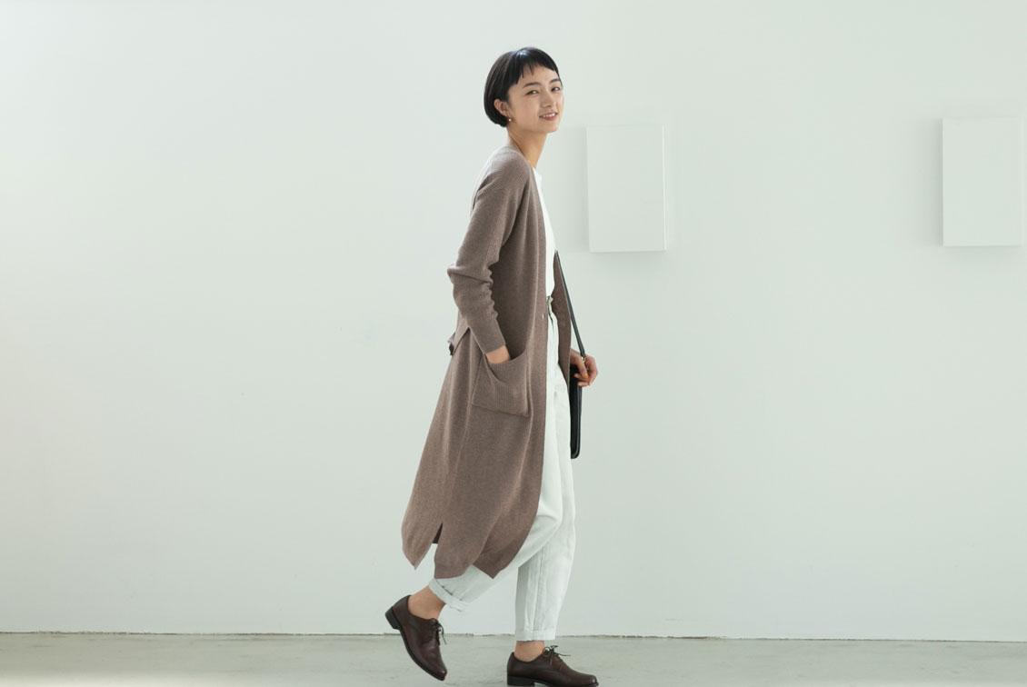 【数量限定】「後ろ姿までお気に入り」やわらかドレープのロングカーディガン(ベージュ)/KURASHI&Trips PUBLISHINGの商品写真