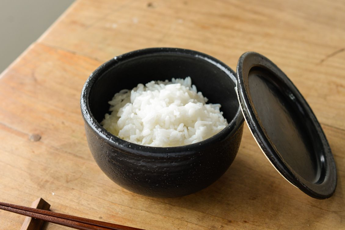 【次回10月末入荷予定】レンジで温められる一膳おひつ/萬古焼(黒)の商品写真