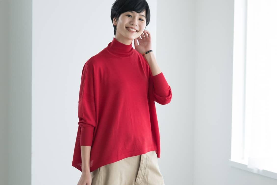 【今季終了】「私に似合う絶妙バランス」首もとスッキリのハイネックニット(レッド)/KURASHI&Trips PUBLISHINGの商品写真