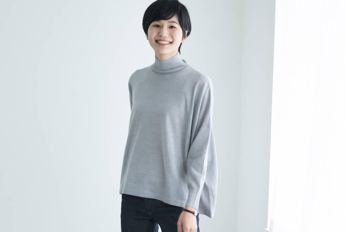 【今季終了】「私に似合う絶妙バランス」首もとスッキリのハイネックニット(グレー)/KURASHI&Trips PUBLISHINGの商品写真