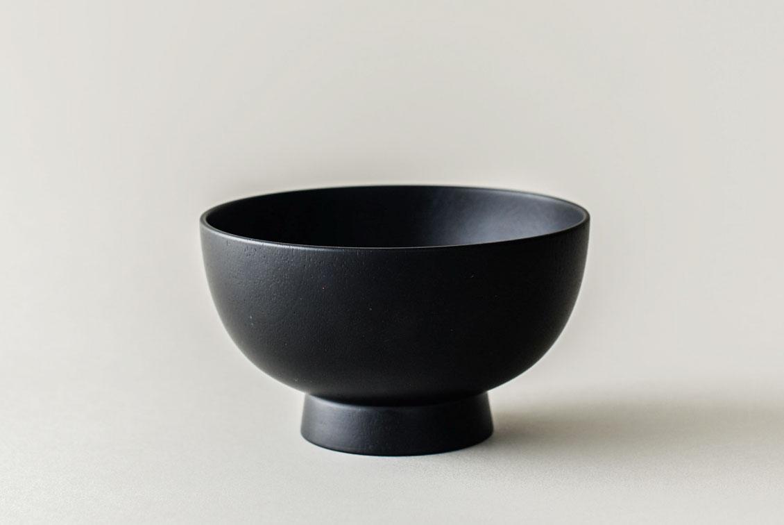 暮らしになじむ、天然木のお椀(黒)/KURASHI&Trips PUBLISHINGの商品写真