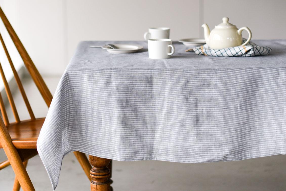 「気分も彩るキッチンに」両面使えるテーブルクロス(S:130×130cm)/KURASHI&Trips PUBLISHINGの商品写真