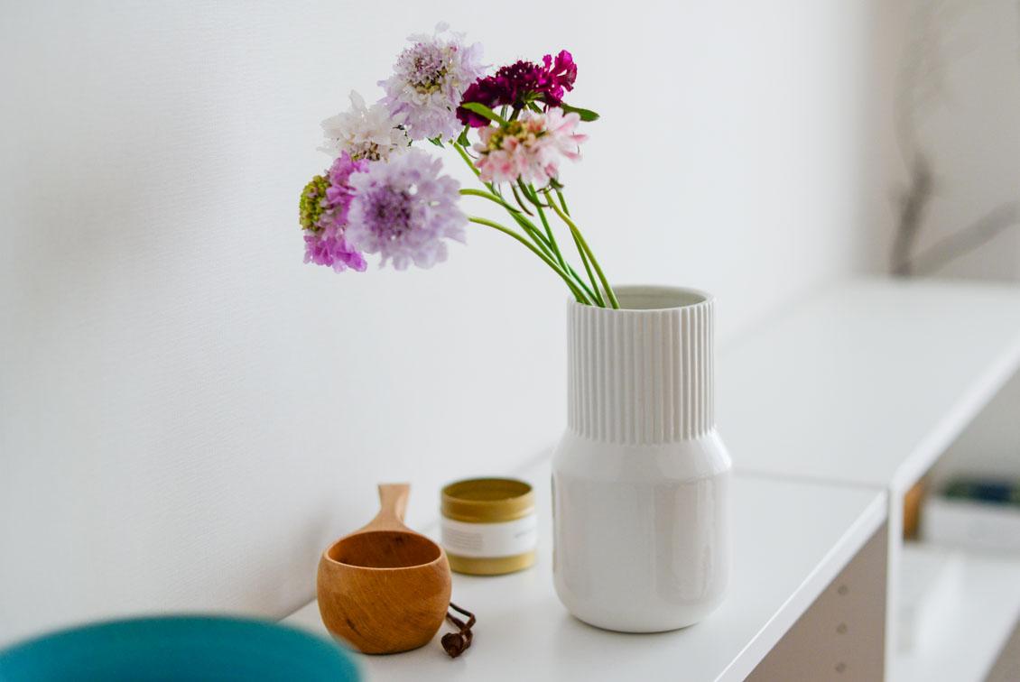 【次回5月入荷予定】「花との暮らし、はじめよう」一輪から枝ものまで上手に飾れるフラワーベース/KURASHI&Trips PUBLISHINGの商品写真