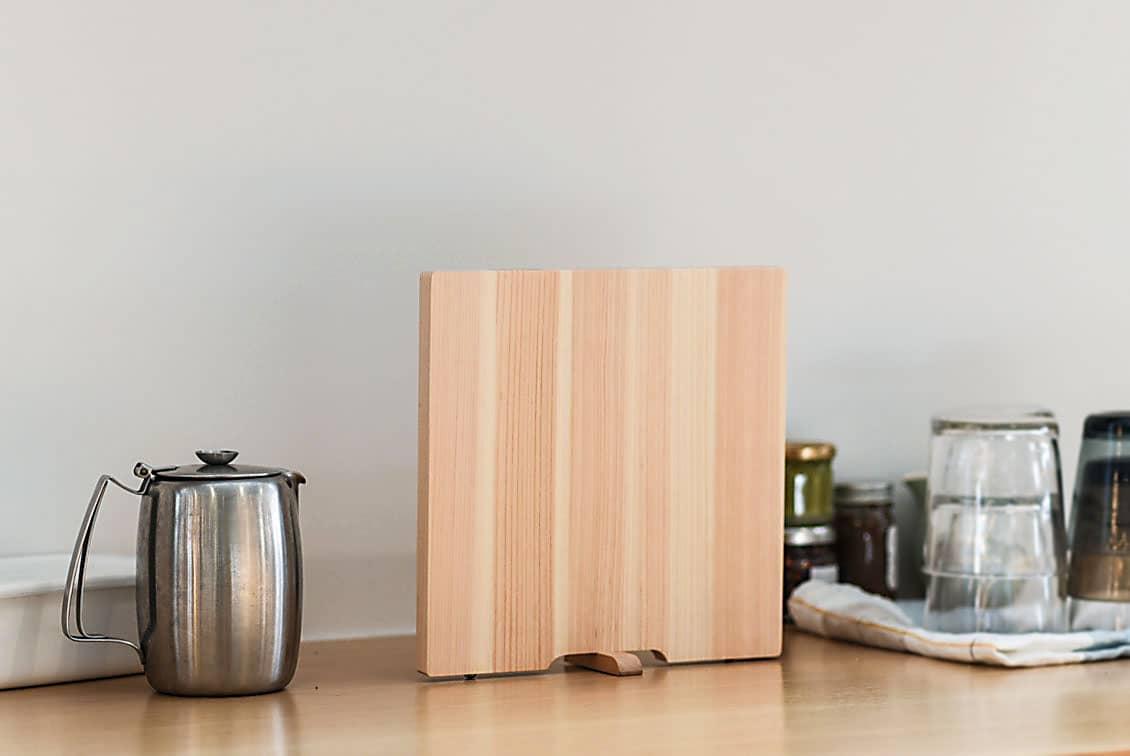 ひのきのまな板・スタンド付き/スクエア(22×22cm)の商品写真
