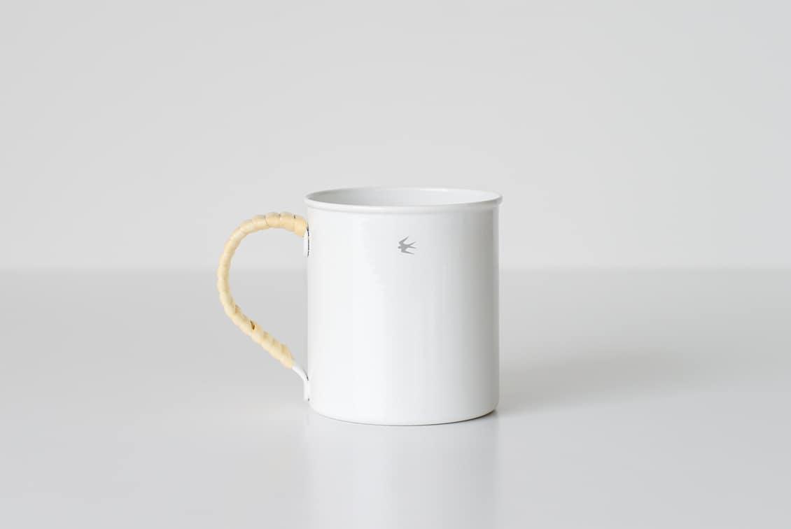 ツバメラタン/琺瑯とラタンのマグカップ(400ml)の商品写真