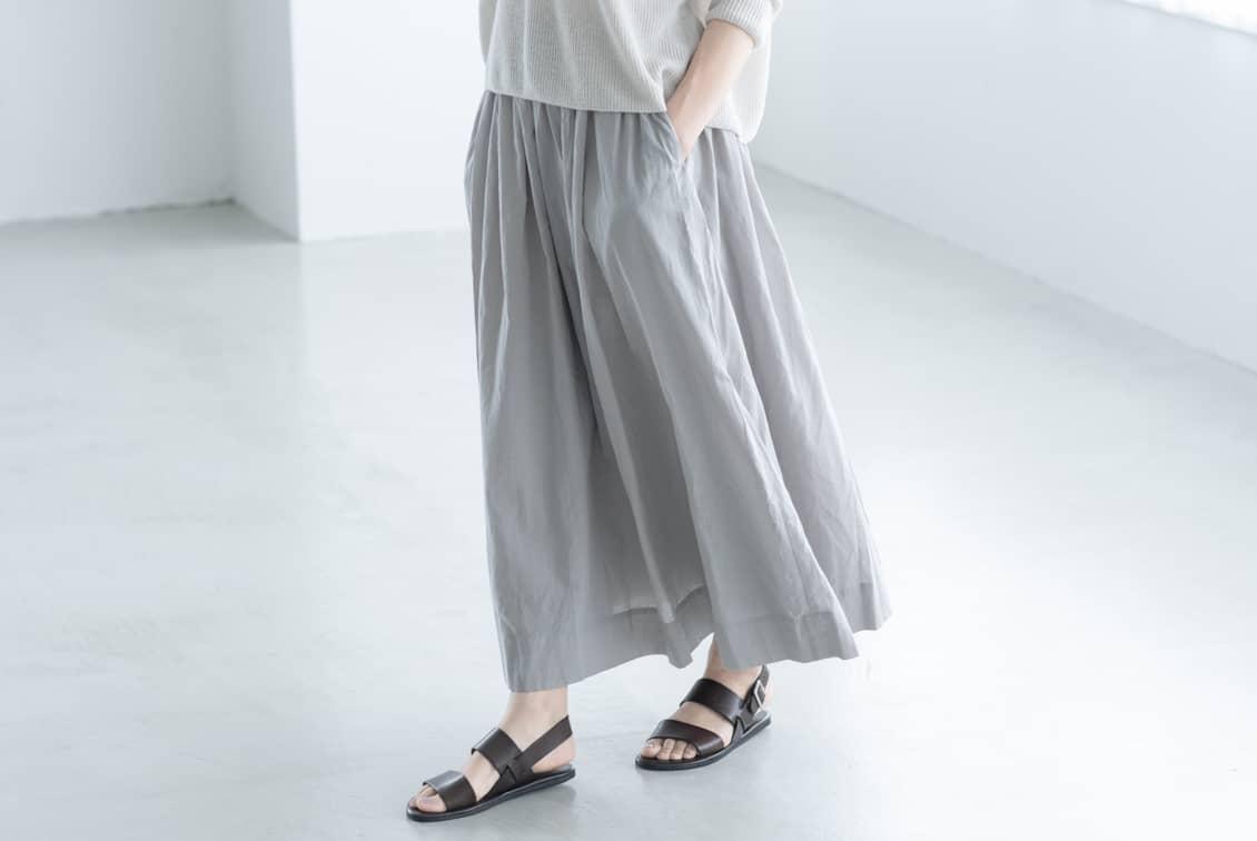 「私になじむ新定番」パンツ派さんにもおすすめのギャザースカート(ライトグレー)の商品写真