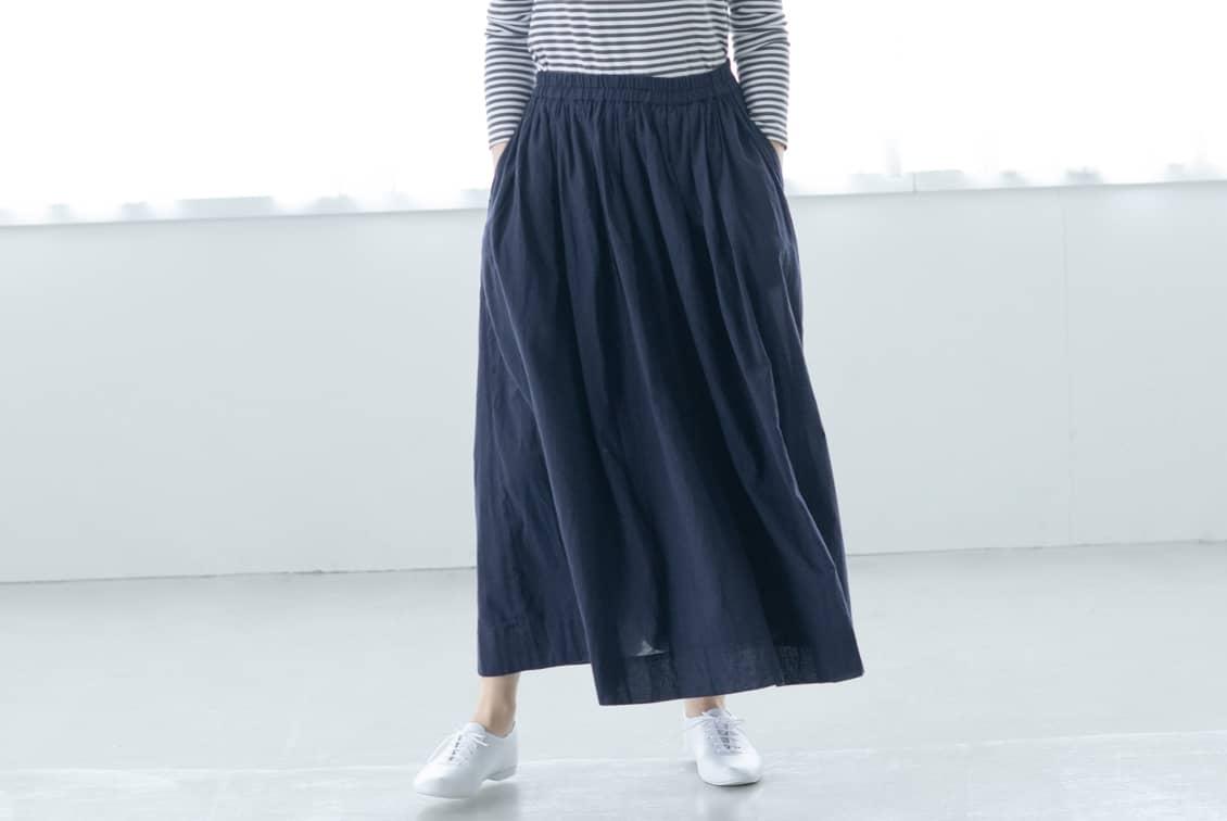 「私になじむ新定番」パンツ派さんにもおすすめのギャザースカート(ネイビー)の商品写真