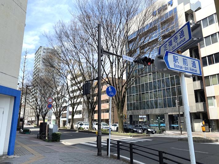 定禅寺通の東端。仙台駅から駅前通を15分ほどまっすぐ歩くとたどり着く