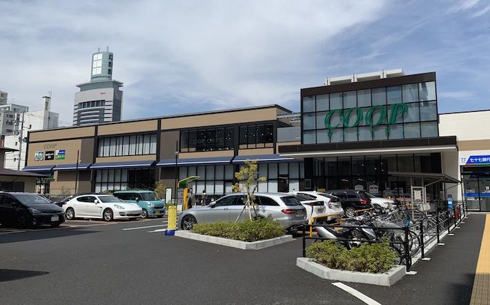 2017年には通り沿いにみやぎ生協錦町店がオープン。広くて品揃え豊富で二階にはカフェもある