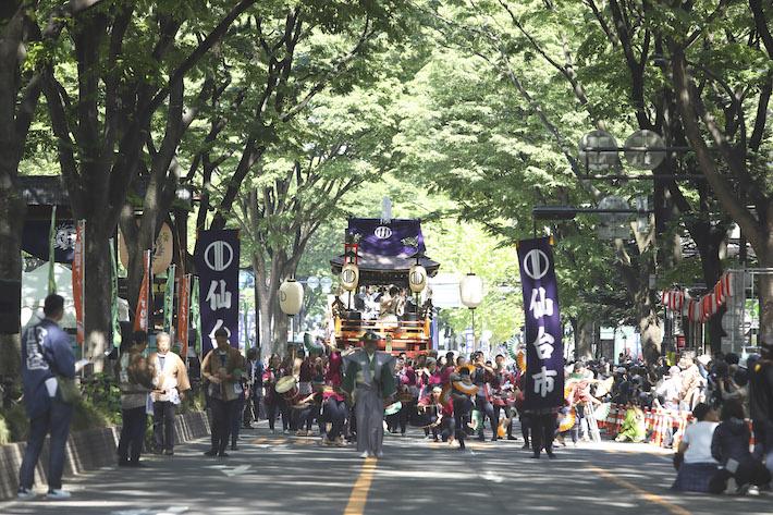本まつり 伊達政宗公を祀る青葉神社の神輿渡御