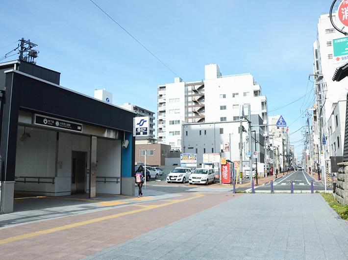 大町西公園駅を出てすぐ内側の通りが、江戸時代から残る道「大町通り」