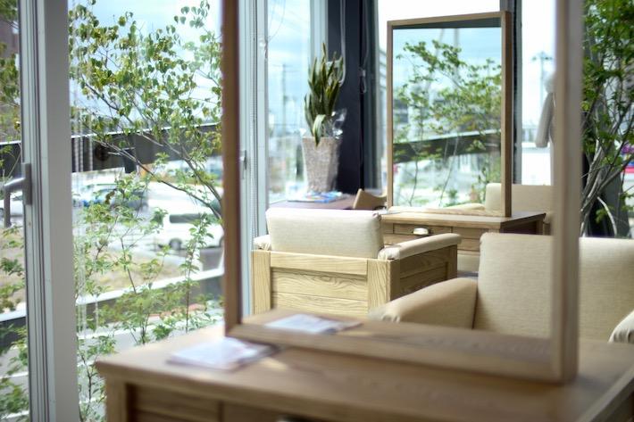 美容室「TERRACE」は緑の見える開放的な空間で、心身ともにリラックス出来そう(画像提供:イグーネ荒井)