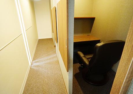 リクライニング個室(画像提供:仙台自習室WEST)