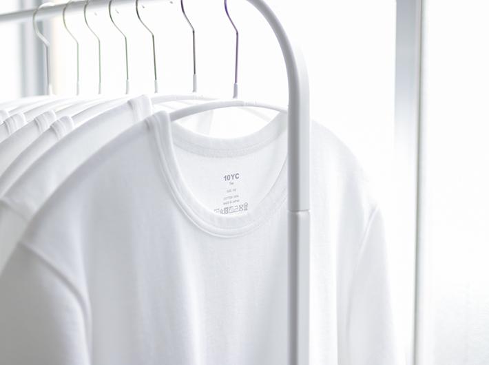 10YCさんの洋服も展示販売。 br オリジナルステッカーはニシクボさんのデザイン