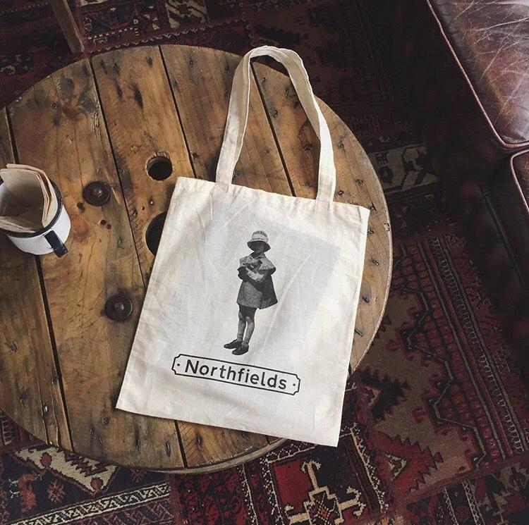 リターン品として作られたこちらのバッグは、現在もオリジナルグッズとして販売されている(画像提供:Northfields)