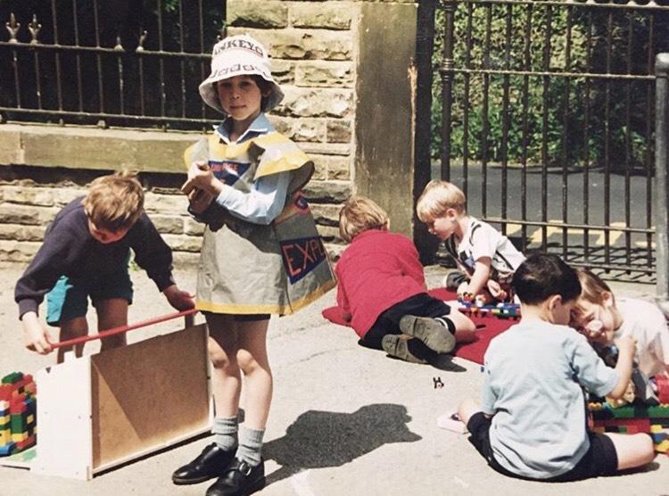 プロジェクトページにも掲載されたJamesさんの幼少期の写真。かわいい!brこの写真を活かして、下の写真のようなトートバッグが完成した(画像提供:Northfields)