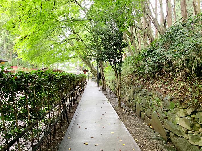 瑞鳳殿から向山の住宅地に抜ける裏道がある