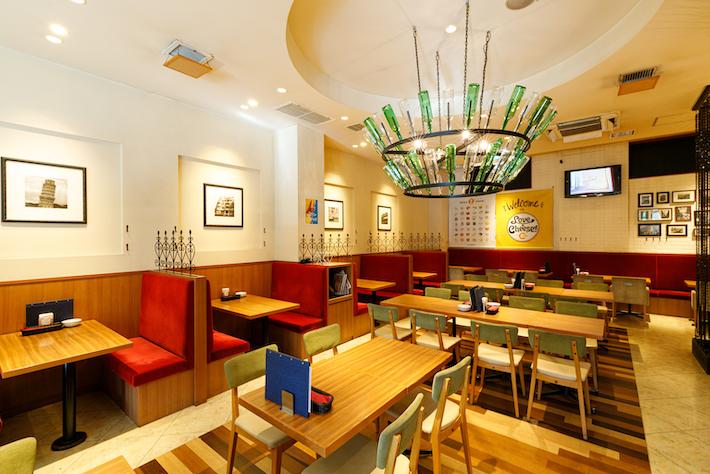 明るい雰囲気の店内で、友達や家族と楽しく食事したい時におすすめ!