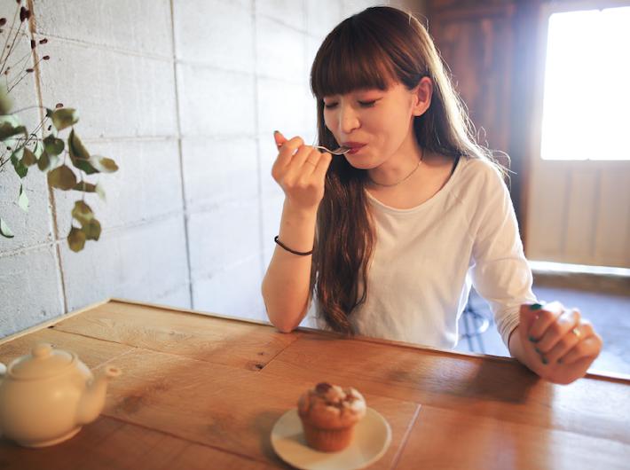 卵、乳製品不使用のマフィンは甘すぎない大人の甘さとバナナの香りに満たされました。
