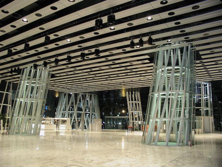 せんだいメディアテーク 1階 オープンスクエア