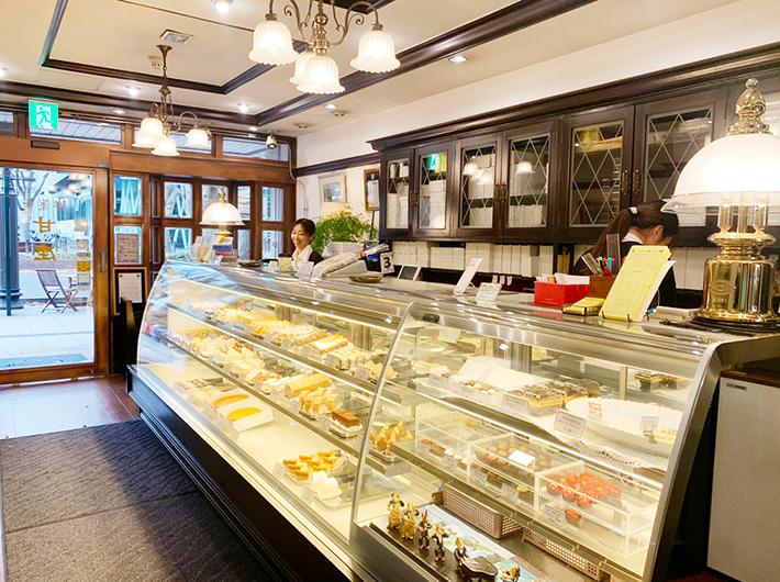 温かみのある優しい色合いで統一された「甘座」の店内