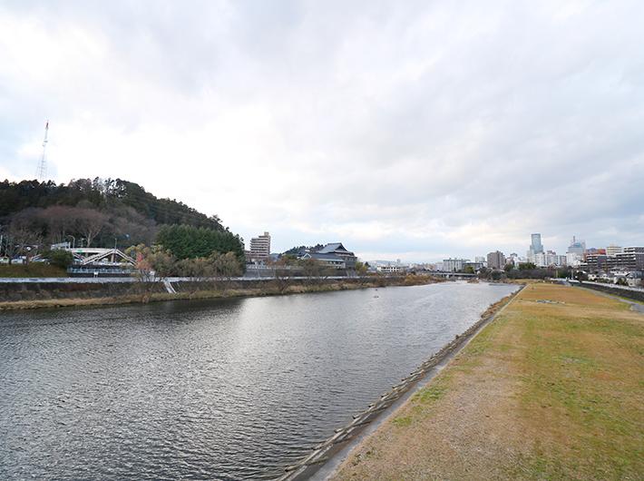 宮沢橋から見た広瀬川
