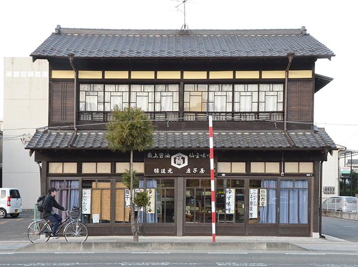 旧作並街道沿いに建つ江戸時代創業・築80年以上の「庄子屋醤油店」は仙台市の景観重要建造物にも指定された。古い建物も残り、まち歩きが好きな人が多く訪れる