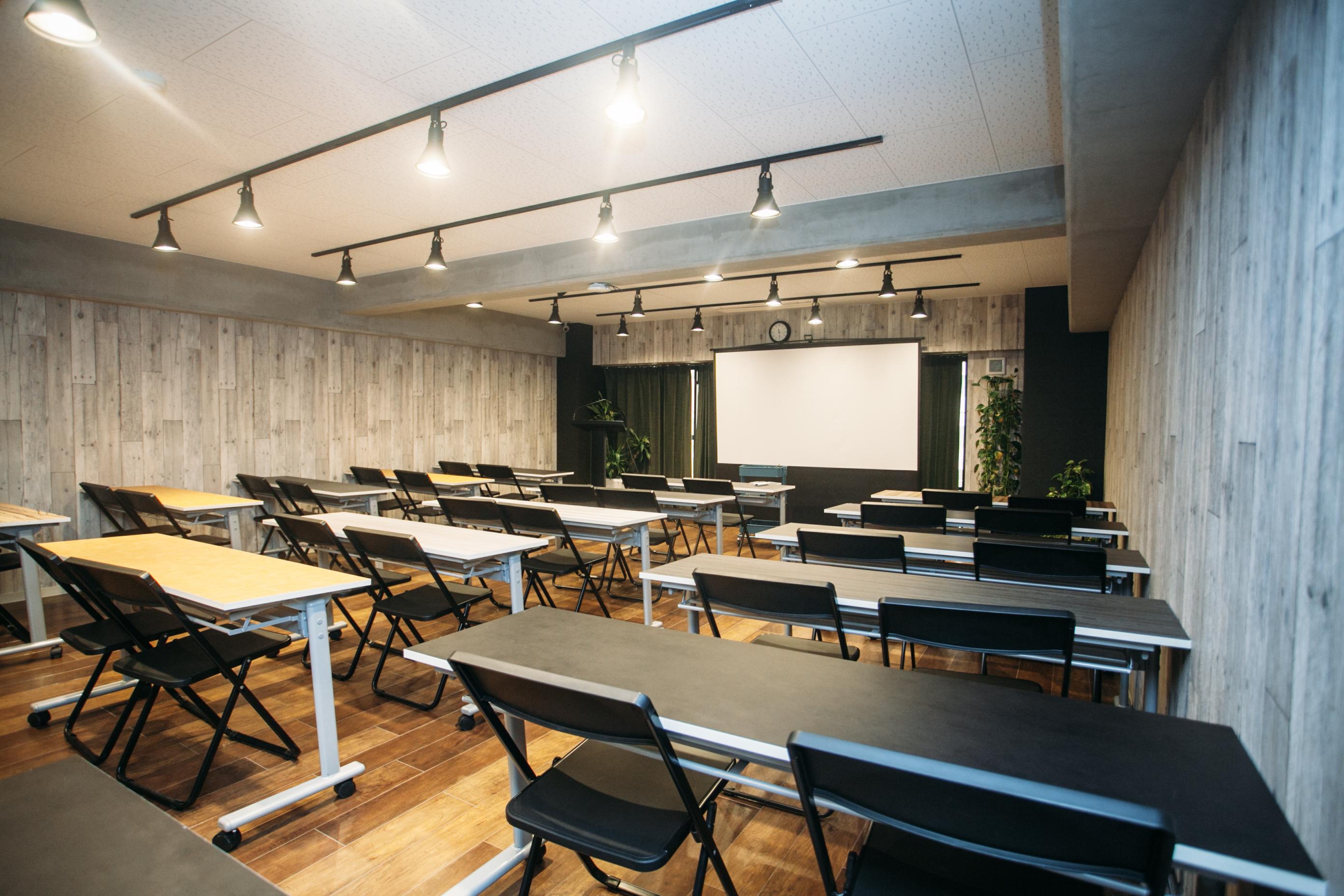 42〜60名用の会議室