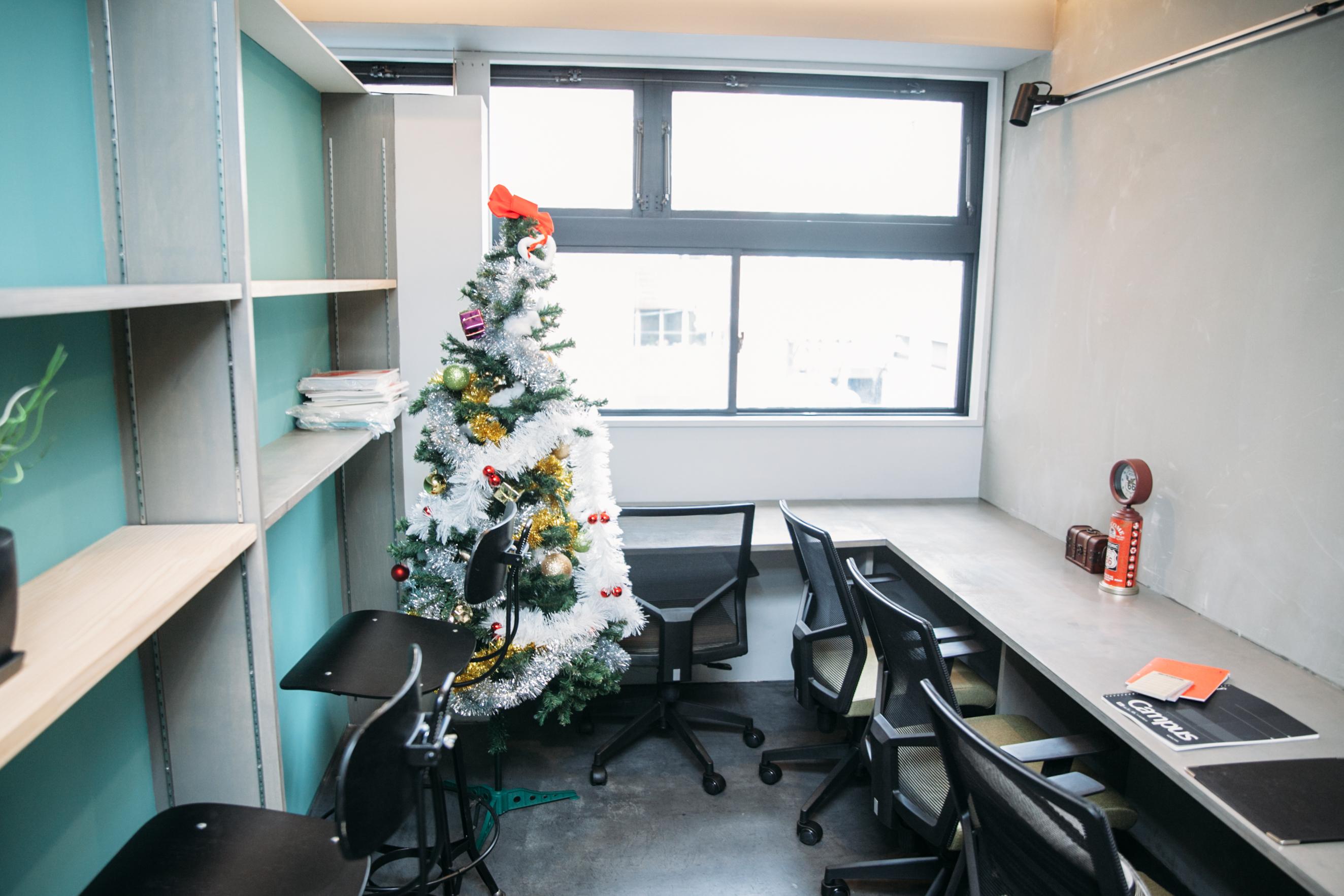 4名用の個室オフィス