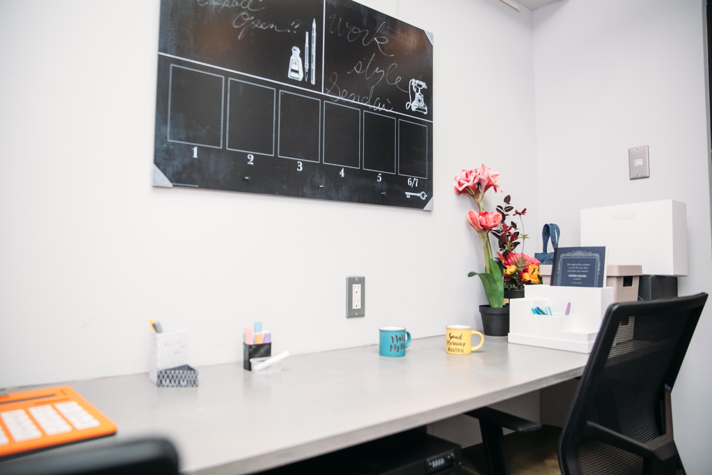 2名用の個室オフィス室内の様子