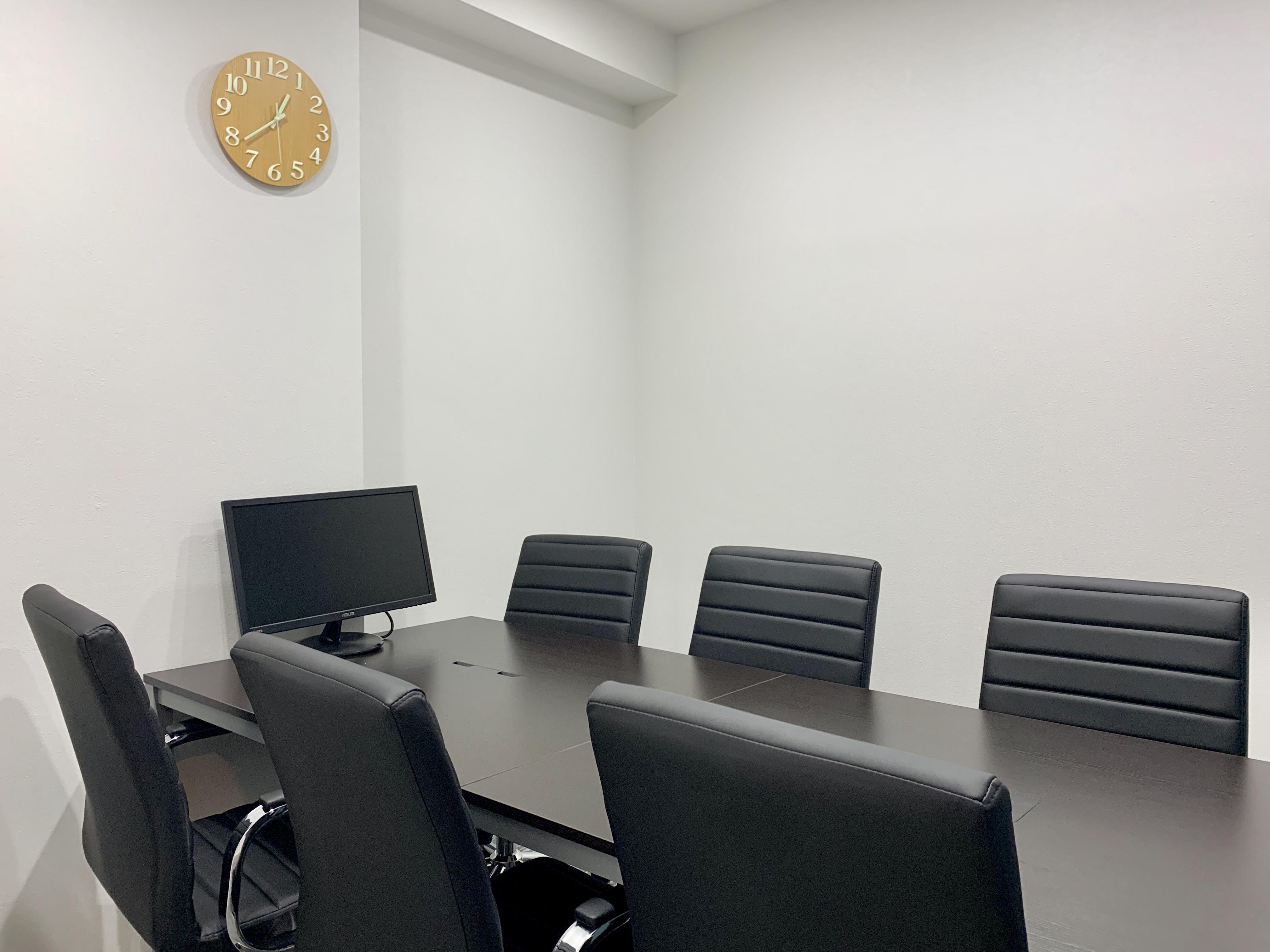 モニターが設置されているので、遠隔会議にも便利
