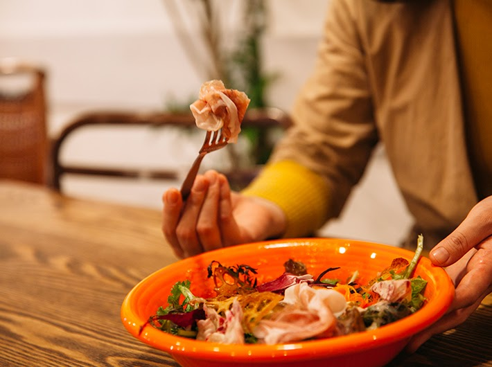パルマ=イタリア産の生ハムが贅沢なアクセント。
