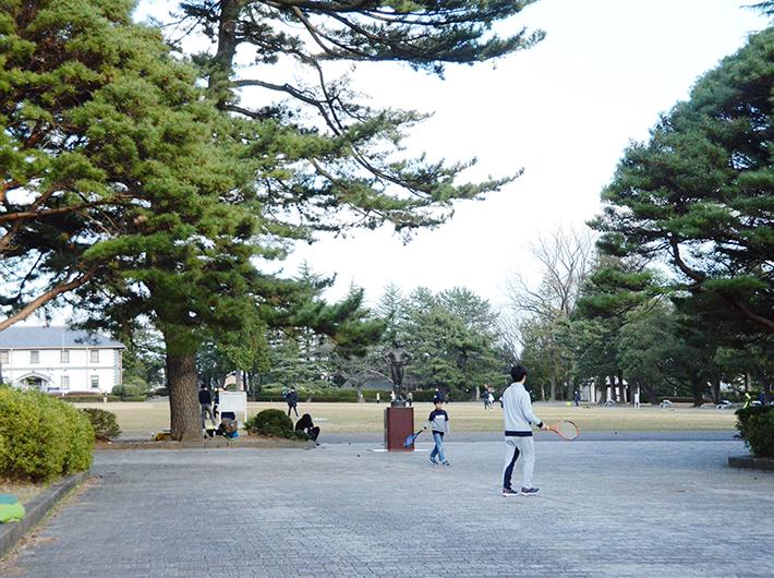 親子や友達同士で遊ぶ姿が見られる榴岡公園